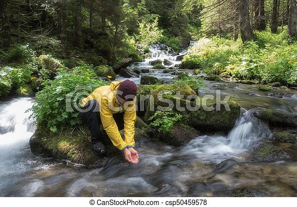 Člověk pije vodu - csp50459578