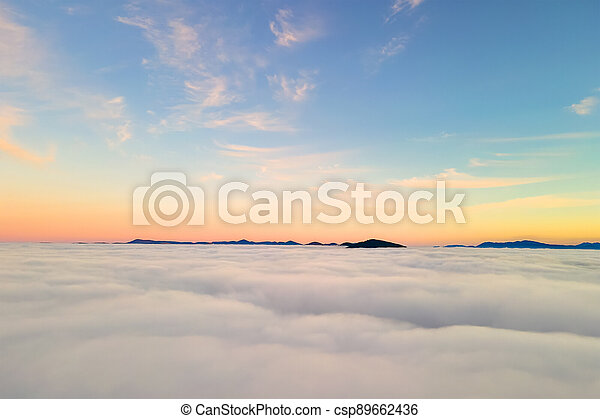 západ slunce, nafouklý, daleký, mračno, názor, zbabělý, anténa, neposkvrněný, přes, hora. - csp89662436